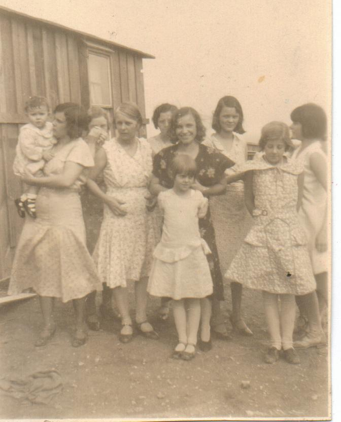 Bolte and McGhee families in Teterville, Kansas