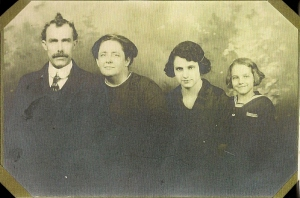 Aaron, Carrie, Mary Ruth and Jennie Vining - ca. 1912