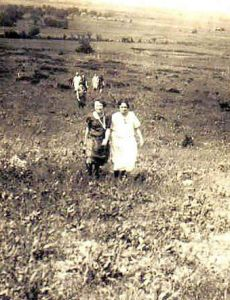 Vining and McGhee families climb Hayrick Mound_Roxio