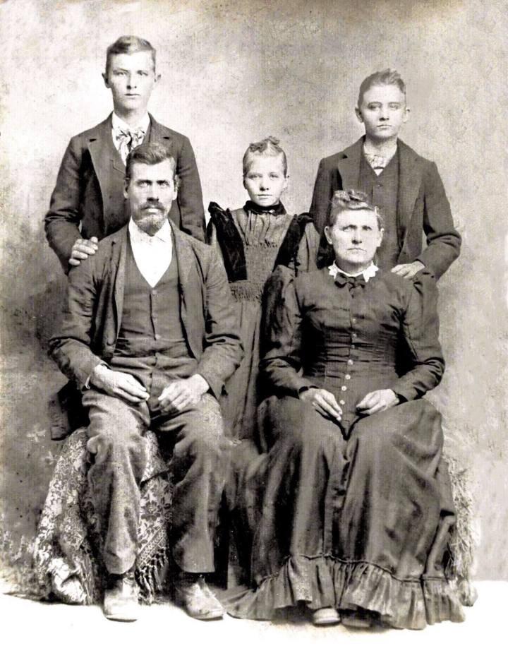 Robert David Mcghee & family 1890s edited