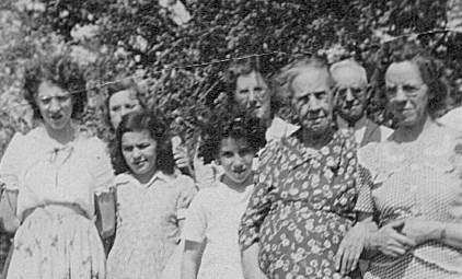Treva Mae, Viola, Frances, Nita Cleo, Melba, Viola Matilda, Roy, Bertha; 1946.